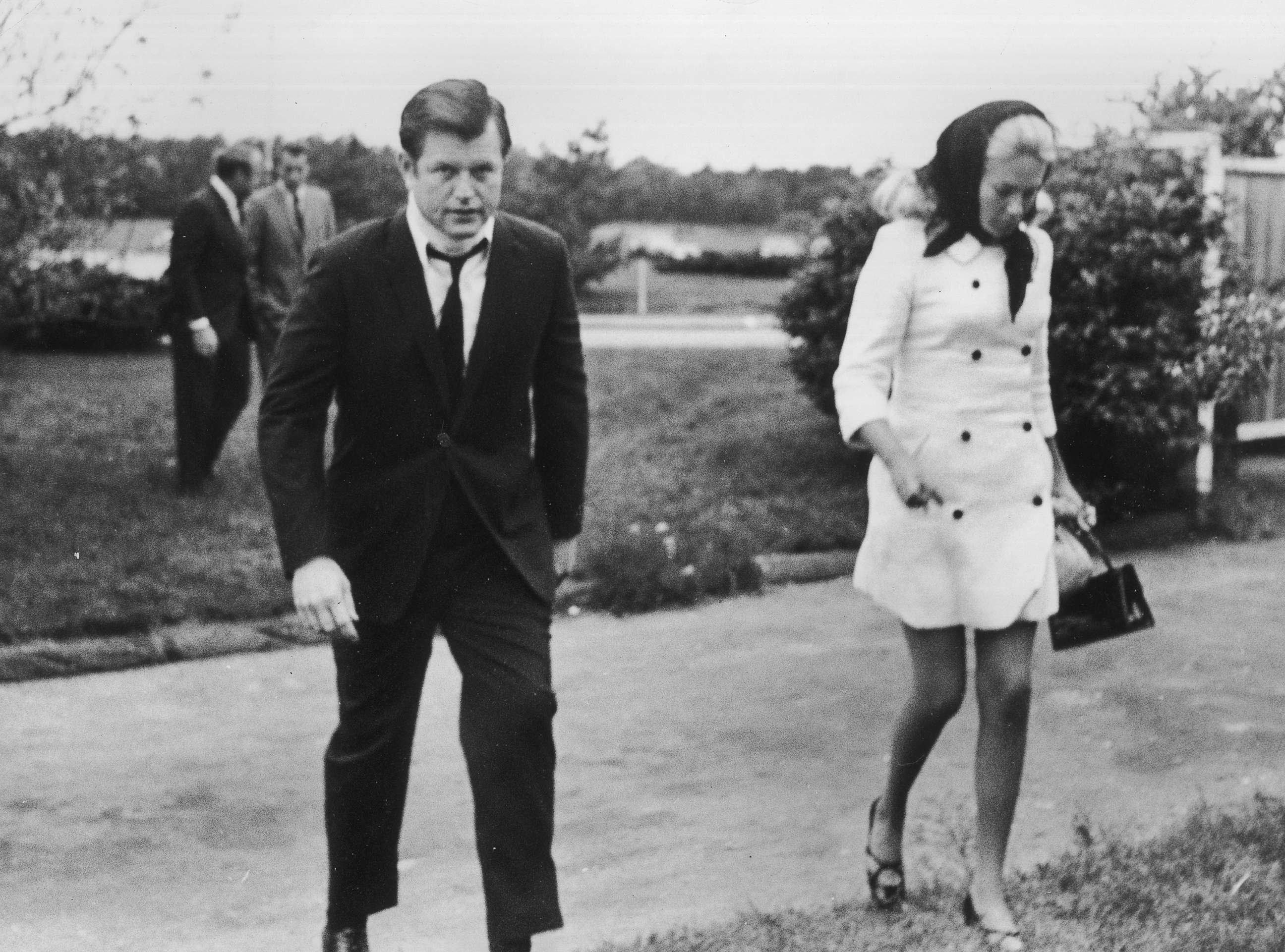 photo sen edward kennedy and his wife joan at the hyannis airport
