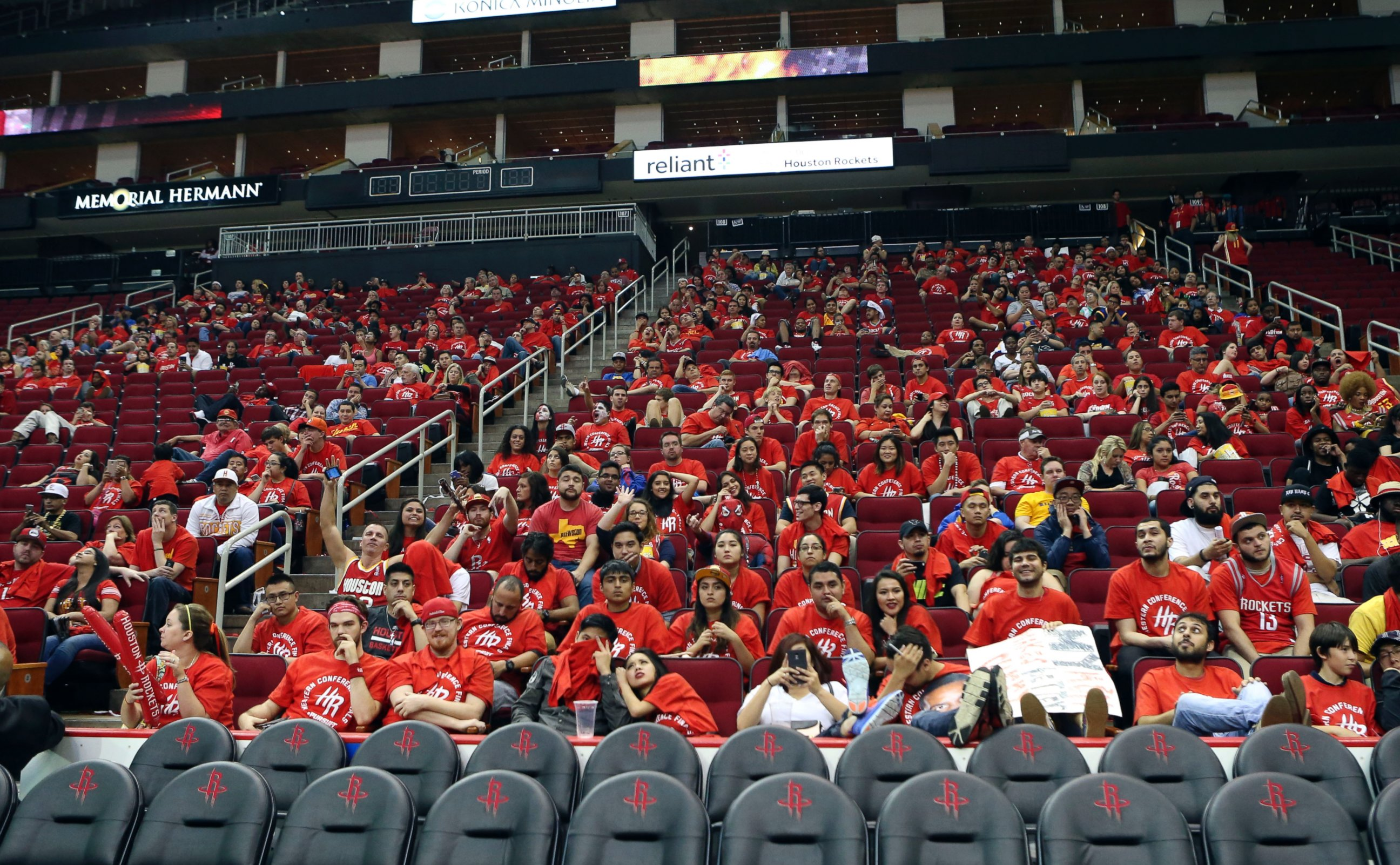 PHOTO: Houston Rockets Fans Wait In Their Seats After The Game Due To  Emergency Flash Flooding In The Houston   ABC News
