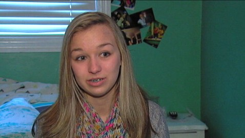 abc 111217 gma teen3 jt 111217 wblog Chilling 911 Call: Michigan Teen Hides Under Bed as Intruders Rob Home
