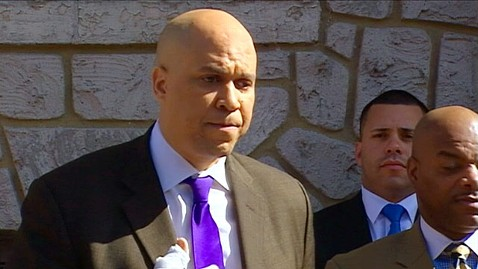 abc cory booker2 jp 120413 wblog Newark Mayor Cory Booker Rescues Neighbor From Fire