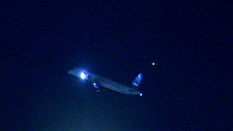 abc gma plane4 0702 jt 120819 wblog United Airlines Flight Lands Safely After Mechanical Issue With Engine