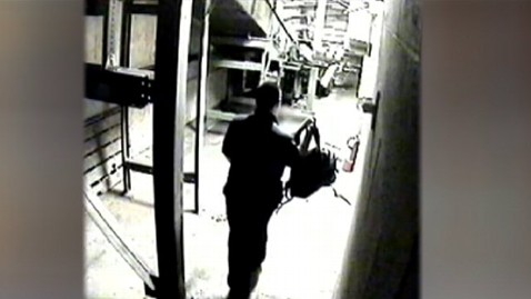 abc gma tsa1 jt 130407 wblog Airport Baggage Handler Accused of Stealing $84,000 Worth of Belongings