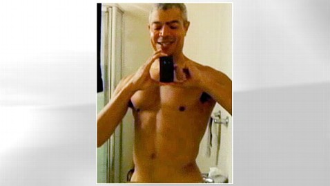 abc judge wade mccree dm 120425 wblog Judge Defends Bare Chested Texts: No Shame in My Game