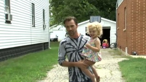 abc kelly davis daughter tk 120829 wblog Chicago Man Saves Daughter From Abduction Attempt