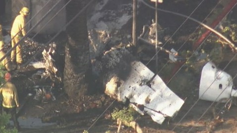 abc plane crash lt 120810 wblog Plane Hits Los Angeles Neighborhood; 1 Dead