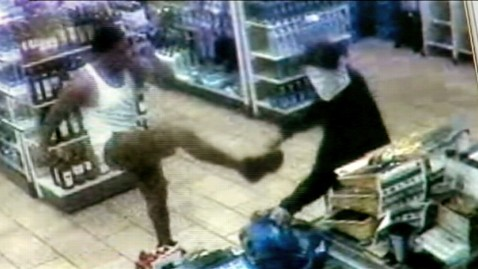 abc seven 11 knife kicker jp 120607 wblog Man Kicks Knife Out of Robbers Hand at Florida 7 11 Store