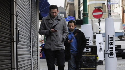 abc texting while walking grabs7 jt 120513 wblog Texting While Walking Banned in New Jersey Town