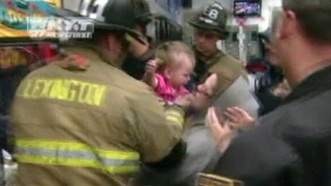 abc toddler Stuck in claw machine thg 120216 wblog Toddler Rescued From Inside Arcade Game