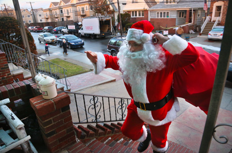 ap 04 santa clause sandy nt 121221 Superstorm Santa Claus Delivers Holiday Cheer to Children Living in Areas Hit by Sandy