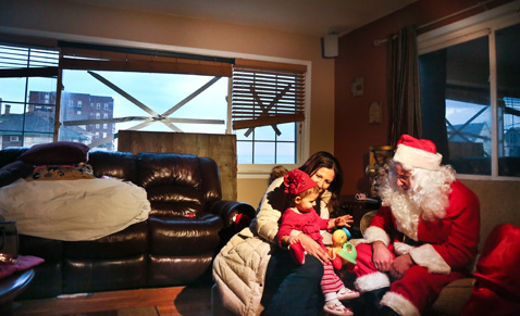 ap 06 santa clause sandy nt 121221 Superstorm Santa Claus Delivers Holiday Cheer to Children Living in Areas Hit by Sandy