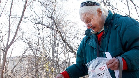 ap claire butcher jt 111208 wblog 80 Year Old Woman Faces Charges for Feeding Birds