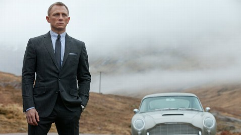 ap daniel craig skyfall jt 121111 wblog Instant Index: Thanksgiving Parade Balloons Take Test Flight, Dorothys Dress Sells