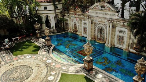 ap gianni versace mansion jt 120609 wblog Florida Mansion Where Gianni Versace Was Murdered for Sale