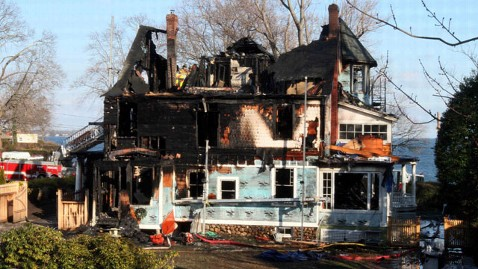 ap house fire jef 111225 wblog Fire on Christmas Morning Kills Family of Ad Exec in Conn.