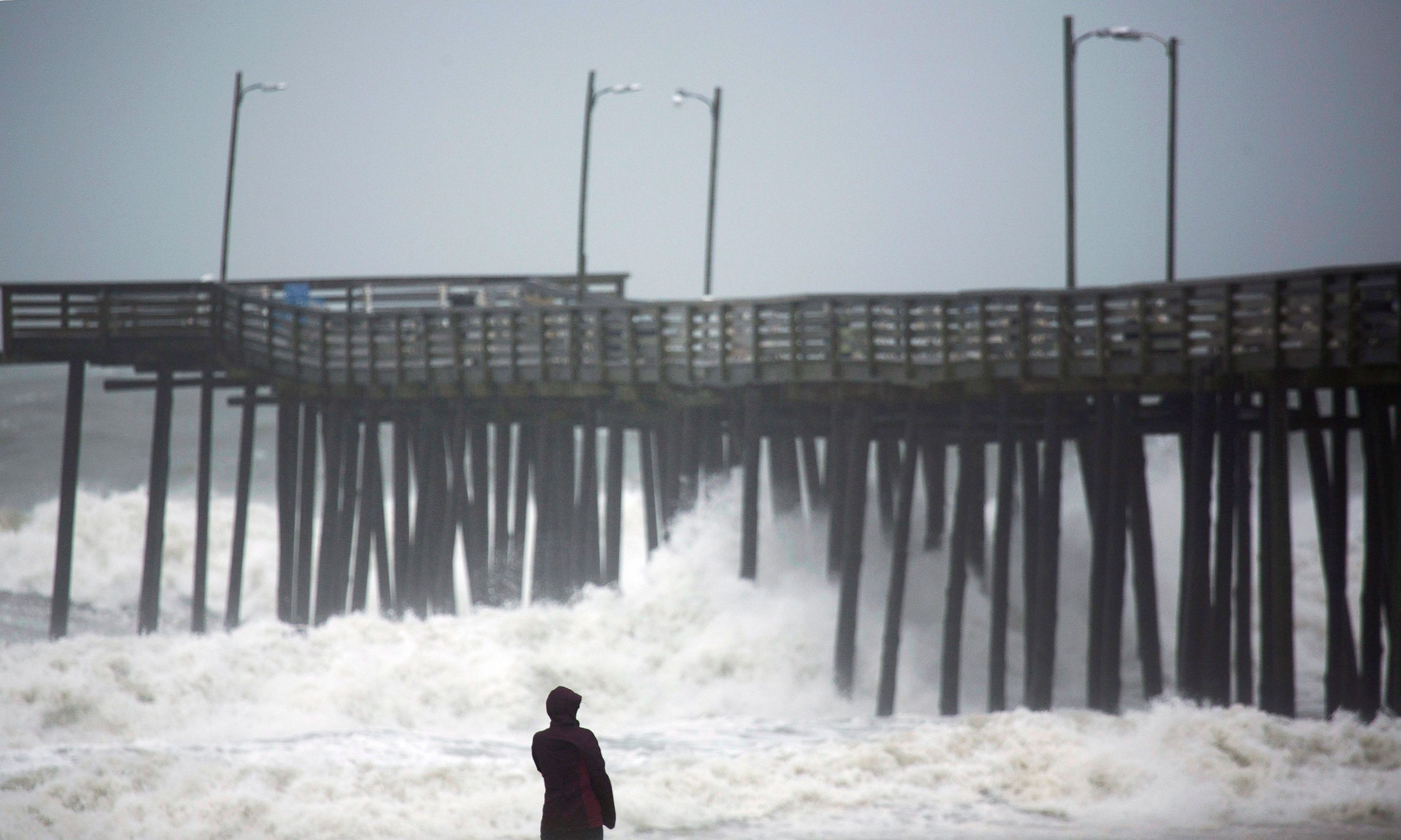 Photo Lucille Rang Who Is Originally From Canada But Moved To Virginia Beach Recently Looks At The Waves A Fishing Pier In