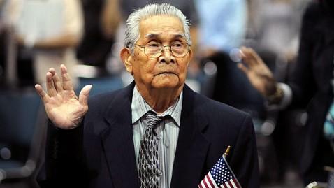 ap joaquin arciago guzman dm 120629 wblog 102 Year Old Filipino Man Becomes U.S. Citizen