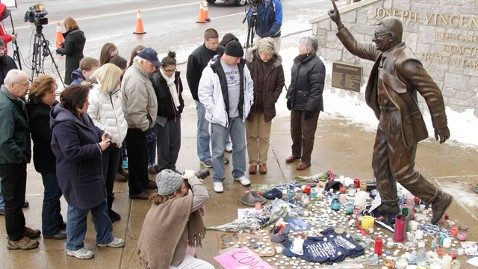 ap joe paterno death jt 120122 wblog Family and Players Mourn Paternos Death