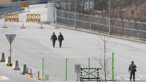 ap korea dmz kb 130403 wblog U.S. Troops Stand Poised to Respond at North Korea Border