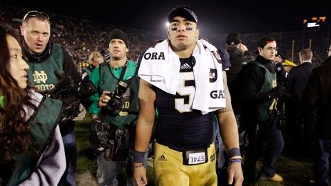 ap manti teo dm 130117 wblog Manti Teo Girlfriend Hoax: Twitter Runs Wild With Jokes and Teoing Memes