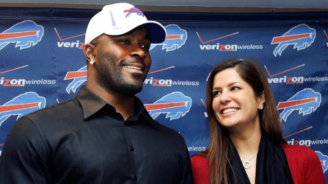 ap mario williams dm 130506 wblog Mario Williams Signs $100M Football Contract, but Sues Over $785K Engagement Ring