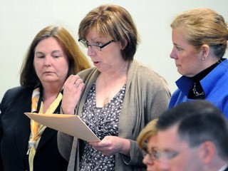 PHOTO: Anne O'Brien, mother of Phoebe Prince, center, delivers a victim impact statement at a hearing in Franklin, Hampshire Juvenile Court, in Northampton, Mass., May 5, 2011.