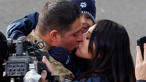 ap soldier pazz rose parade tk 130102 wblog Soldier Surprises Wife, Son With Reunion During Rose Parade