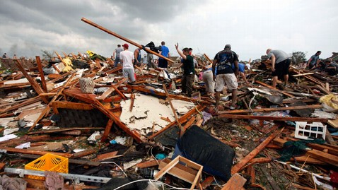 ap tornado search victims nt 130520 wblog Live Updates of Tornado Damage in Oklahoma
