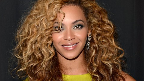 gty beyonce jt 121229 wblog Instant Index: Goats Eat Christmas Trees, Tower Base Jump, Fans to Join Beyonce at Superbowl