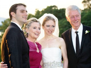 PHOTO: From left: Marc Mezvinsky, U.S. Secretary of State Hillary Clinton, Chelsea Clinton and former U.S. President Bill Clinton pose at the Astor Courts Estate, July 31, 2010 in Rhinebeck, New ...