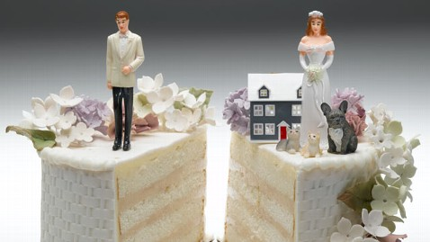 gty divorce cake topper bride groom thg 111102 wblog The End of Marriage? Husband Wife Households at Record Lows: 2010 Census