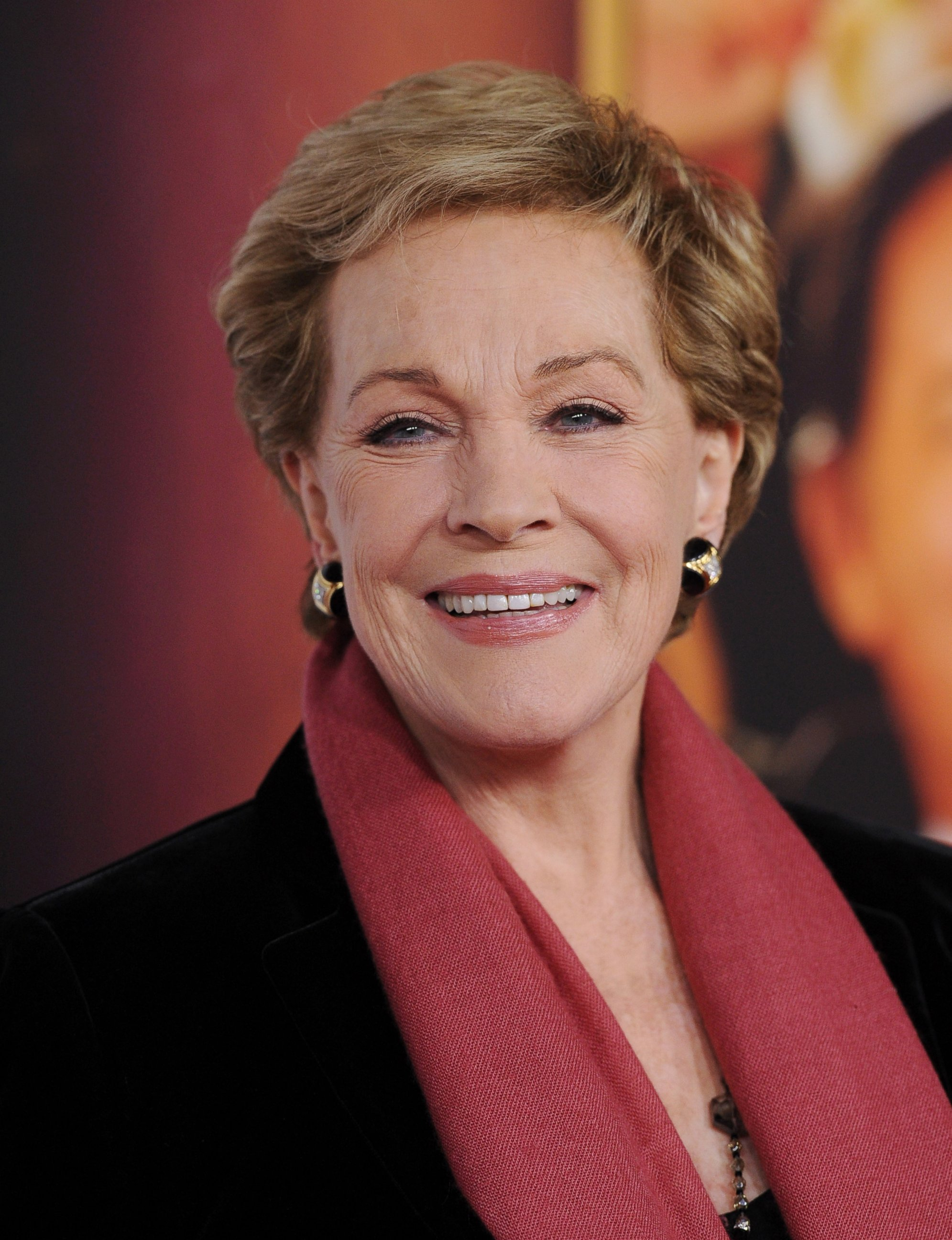 julie andrews Check out julie andrews on amazon music stream ad-free or purchase cd's and mp3s now on amazon.