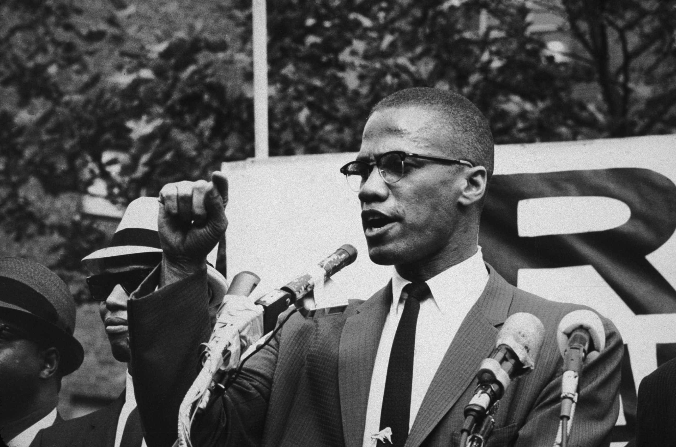 malcolm x and civil rights Leadership the most famous leader of the movement was martin luther king jrhe believed in non-violence because he did not want people to be hurt or give whites an excuse to conclude that blacks were uncivilised.