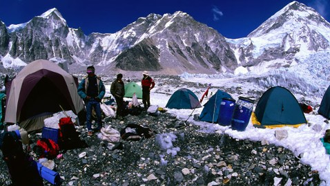 gty mount everest brawl nt 130429 wblog Climbers Abandon Mount Everest Expedition After Brawling With Sherpas