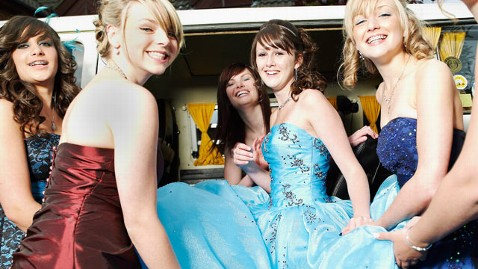 gty strapless dance nt 130423 wblog Strapless Dresses Too Distracting for N.J. School Dance