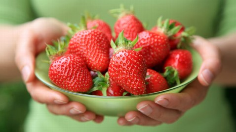 gty strawberries mi 130114 wblog Study: Berries Lower Heart Attack Risk for Women