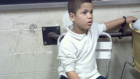 ht 7 yr old handcuffed 2 nt 130130 wblog Seven Year Old Handcuffed Over Lunch Money Dispute