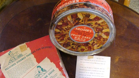 ht 70 yr old fruitcake tk 111222 wblog Are These the Oldest Christmas Cakes in the U.S.?