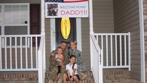 ht ORTIZ family portrait welcome home jt 120923 wblog The End of the Surge: Welcome Home, Daddy!