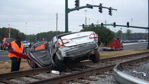 ht accident train tracks wy 121129 wblog Pregnant Georgia Woman Rescued From Mangled Car