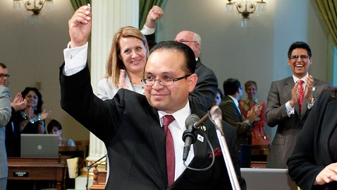 ht alejo proposal 21 dm 120508 wblog California Lawmaker Proposes Marriage on Assembly Floor