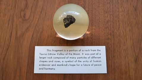 Moon Rock Found With Bill Clintons Governor Memorabilia