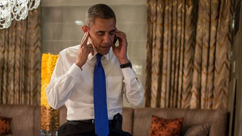 ht barack obama on phone with mitt romney jt 121208 wblog Instant Index: Obamas Historic Call, Starbucks Expensive Gift Cards