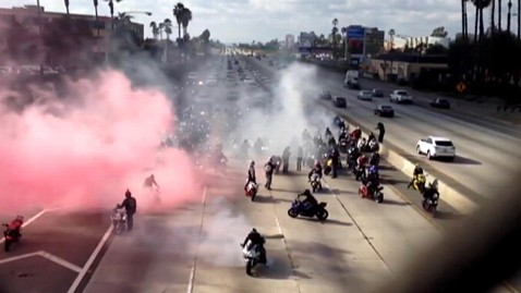 ht biker wedding proposal ll 130131 wblog California Bikers Stop Traffic for Marriage Proposal
