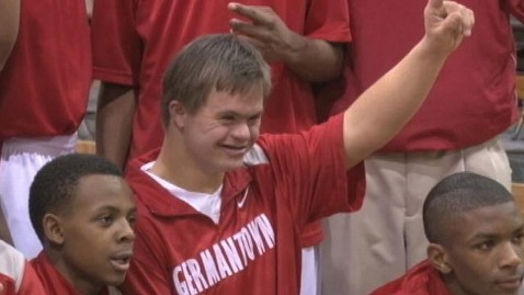 ht david freeze thg 120221 wblog Down Syndrome Basketball Player Inspires Tennessee Team