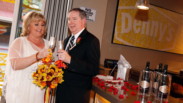 Iowa Couple Says 'I Do' at Las Vegas Denny's Chapel