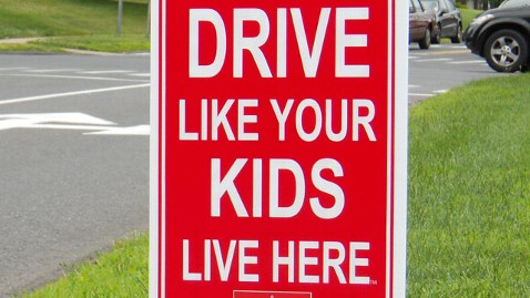 ht drive sign dm 120613 wblog Would This Convince You to Put On The Brakes?
