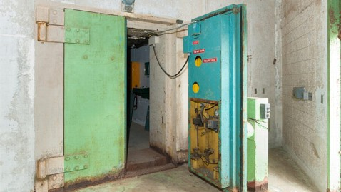 ht florida bomb shelter 3 ll 130322 wblog Florida Bomb Shelter For Sale as Ultimate Man Cave