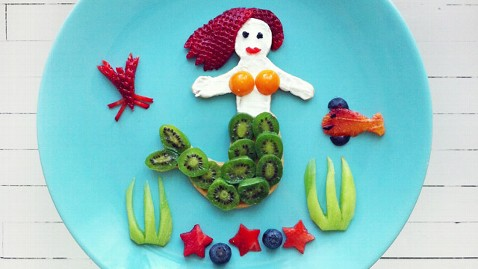ht food art mermaid ll 130507 wblog Woman Recreates Famous Artwork as Edible Masterpieces
