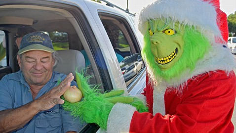 ht grinch cop 3 ll 121218 wblog The Grinch Issues Speeding Tickets in Florida