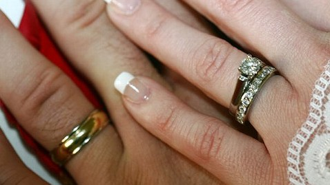 ht lost found ring cc 111111 wblog Husband Combs Landfill to Find Wifes Diamond Ring